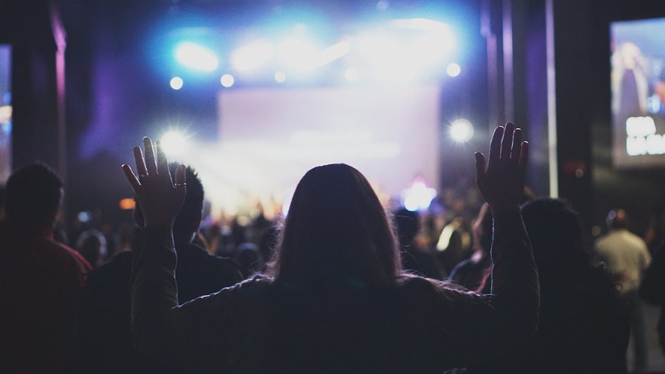 6 Ways Leading a Worship Team Is Like Leading a Church